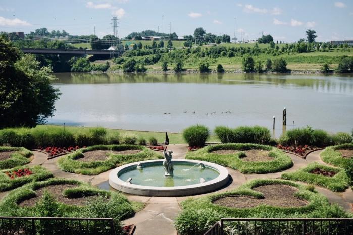 Crescent Bend Gardens